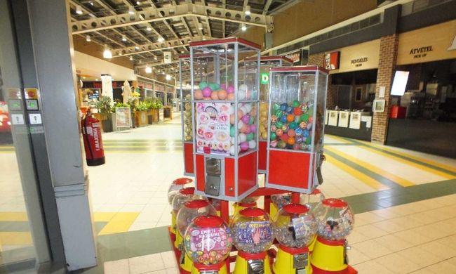 Kamerák előtt fosztották ki játékautomatát a magyar plázában