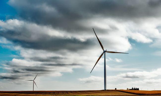 Történelmi jelentőségű aláírás: ez az állam teljesen átáll a tiszta energiára