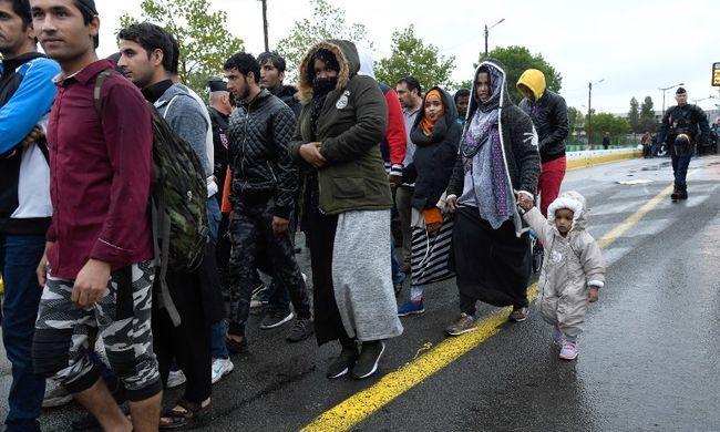 Még több migráns érkezik, rohamra kell készülni