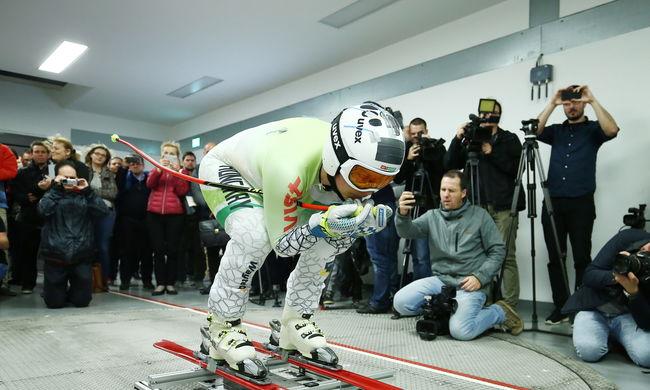 Sportoló az Audi Hungaria szélcsatornájában