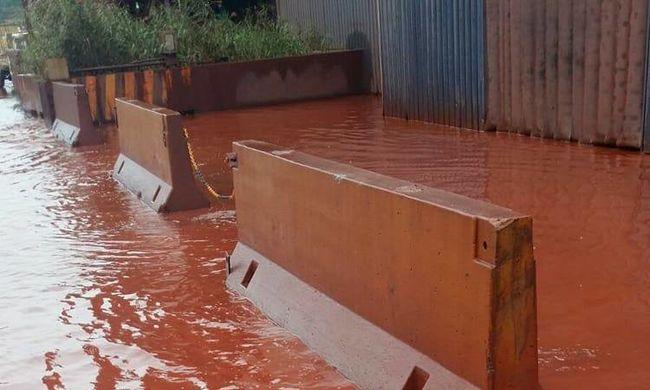 Ijesztő, ami a városban történik: vörösre változott a víz, a gyerekek körében terjed a rák