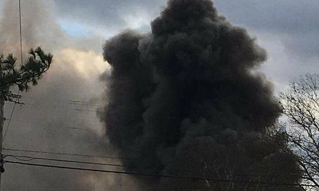 Robbanás a gyárban, még a tűzoltók is megsérültek