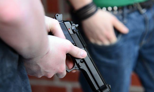 Fegyvert vitt az általános iskolába egy szombathelyi diák