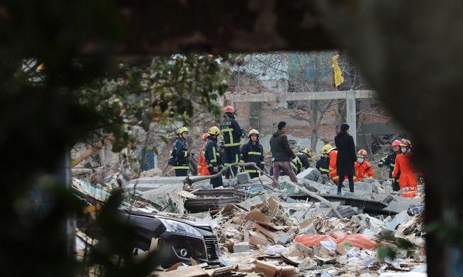 Többen meghaltak a gyárrobbanásban, összeomlottak a környező házak