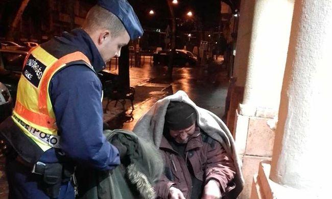 Megható segítség: kabátot adományozott egy szolgálatban lévő rendőr Budapesten