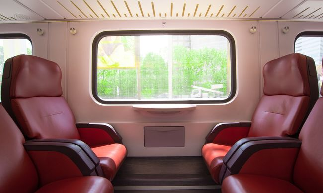 Verekedés tört ki a magyar vonaton, mert egy utas lába büdös volt