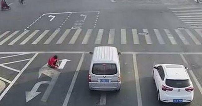Átírta a közlekedési szabályokat, mert gyorsabban akart bejutni munkahelyére