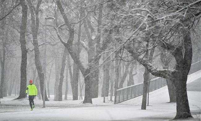 Szélviharral érkezik a havazás, de hamarosan jön a fordulat