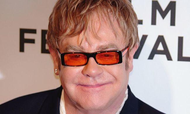 Elton John sokkot kapott, gyászol a művész