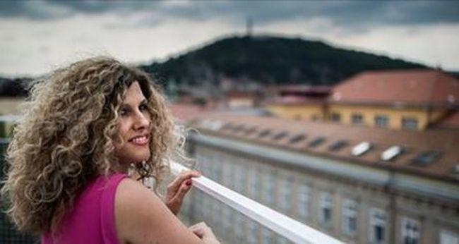 Tragikusan fiatalon hunyt el a magyar énekesnő, Fábián Juli