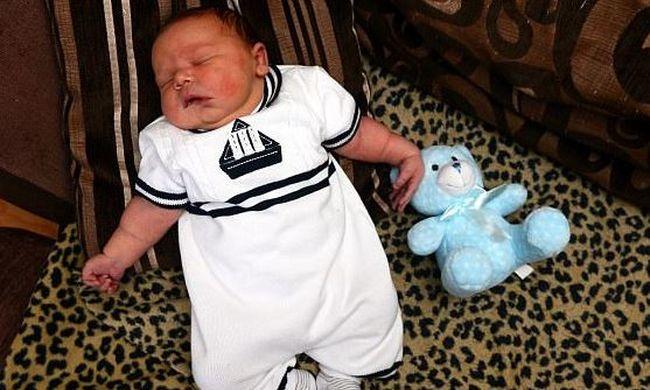 Íme a nap videója: rekordot döntött az óriási csecsemő