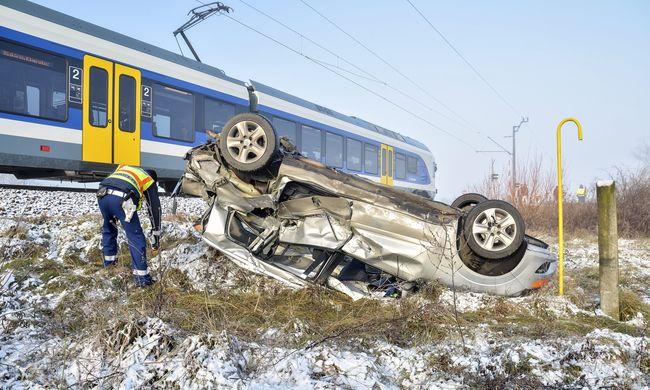 Durva fotókat kaptunk a súlyos vonatbalesetről