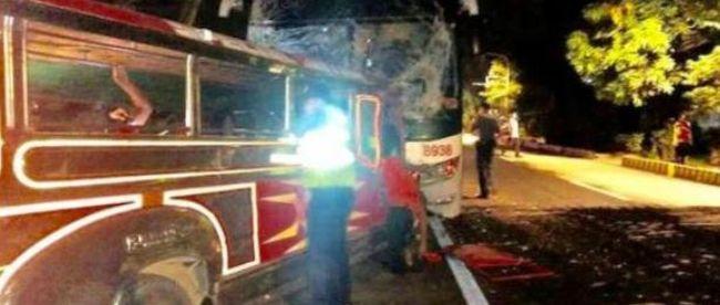 Misére tartó busz ütközött, sok halott