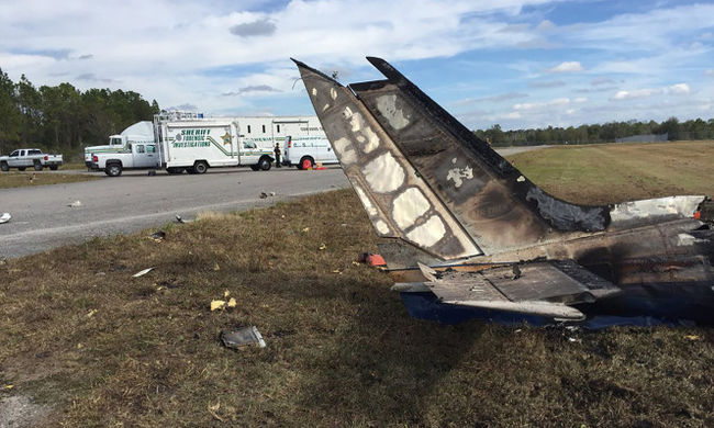 A betonba csapódott a repülő, minden utas meghalt