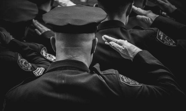 Több ezer rendőr jelentett beteget