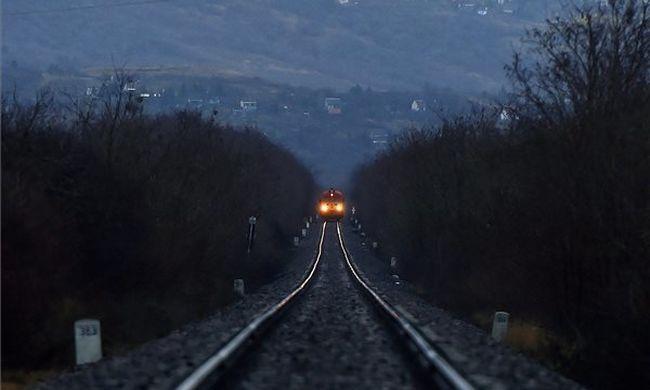 Vonatbaleset történt Debrecennél, egy ember meghalt