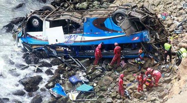 Mélybe zuhant egy utasokkal teli busz, rengeteg a halott
