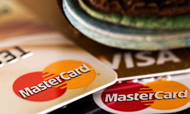 Nagy változás történt a bankkártyáknál, így fizetnek mostanában a magyarok