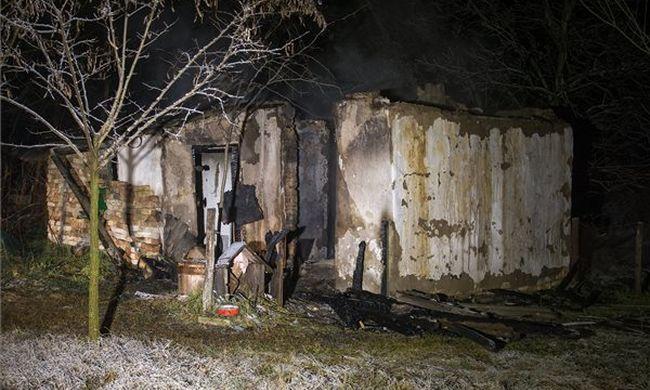 Felcsaptak a lángok, meghalt egy ember Ladánybenén - fotó
