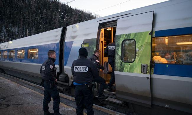 Egy migráns összeégett holttestét találták meg a vonaton