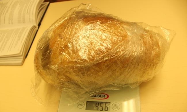 Hihetetlen dolgot találtak a magyar rendőrök a kenyérben