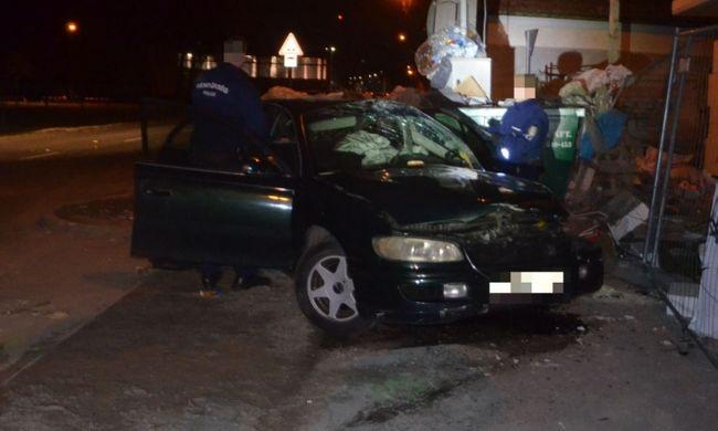 Súlyos balesetet szenvedett a sofőr, aki rendőrök elől menekült Győrben