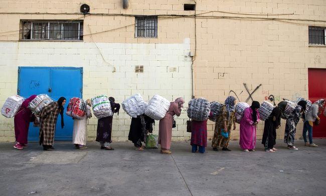 Agyontiportak két nőt a határon