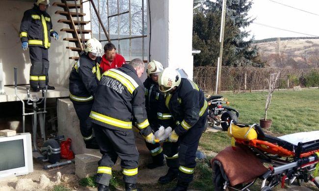 Rendőrök, mentők és tűzoltók is segítettek az idős magyar férfin