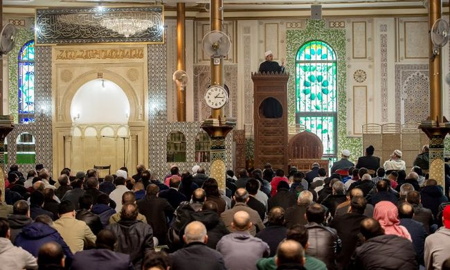 Újabb ország lakosainak lett elege a muszlim migránsokból