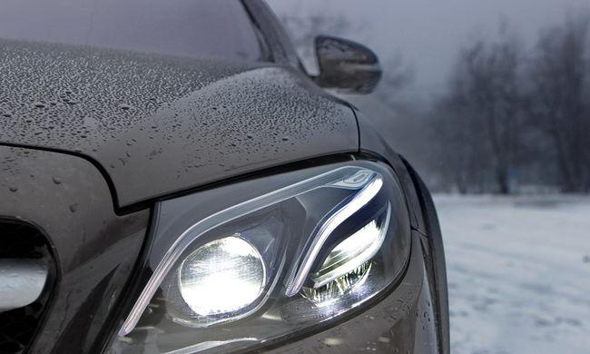 Ingyen átnézik a kocsik világító és fényjelző berendezéseit, gumiabroncsát