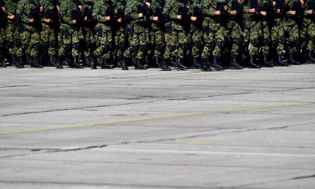 Egyre több embert molesztálnak a katonák
