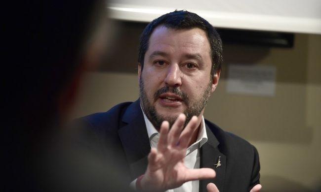 Félmillió migránstól szabadulna meg az olasz miniszterelnök-jelölt