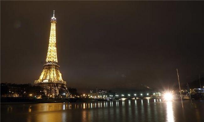 Milliókat ér, elárverezik az Eiffel-torony egy darabját