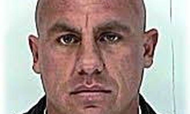 Fél éve keresi a rendőrség ezt a veszélyes férfit, bárhol szembejöhet