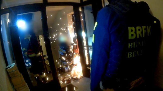 Hihetetlen jelenet a budai várnegyedben, erkélyen át menekült a rendőrök elől