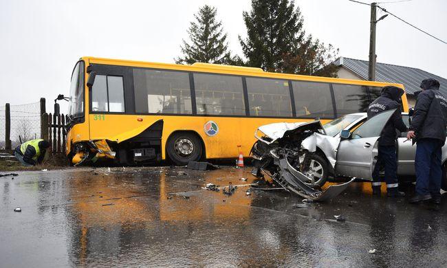 Megrázó helyszíni fotók érkeztek a halálos balesetről