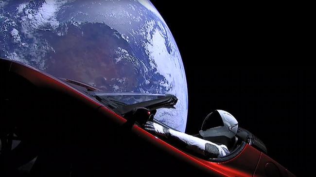 Ez vár a világűrbe lőtt autóra, hihetetlen dolgokon megy keresztül