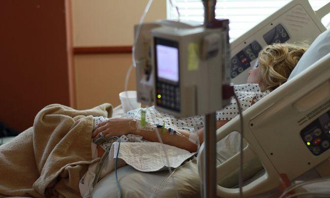 Karantént rendeltek el, Budapesten kapta el az ebolát egy tudós