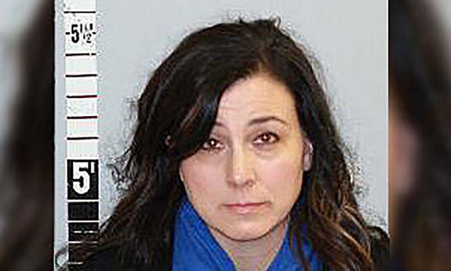 Többször is megerőszakolta diákját a tanárnő
