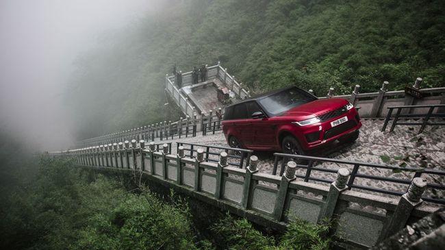 Elképesztő mutatvány: senki sem hitte, hogy autóval itt fel lehet hajtani