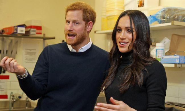 Egyre közelebb a nagy nap, ilyen meghívókat kapnak Harry és Meghan vendégei