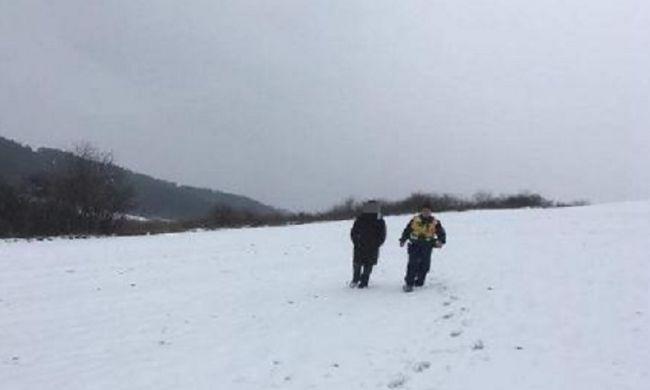 Kétségbeesetten hívta a rendőröket egy fiatal magyar férfi, elveszett a nagy hóban