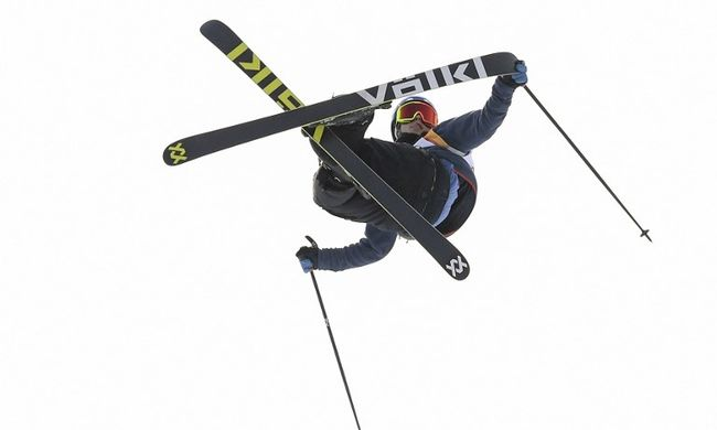 Horrorisztikus baleset az olimpián, hatalmasat esett a síző