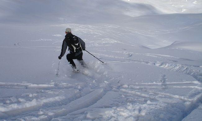 Hó zárta el a turistákat a külvilágtól: több tízezren rekedtek az osztrák hegyekben