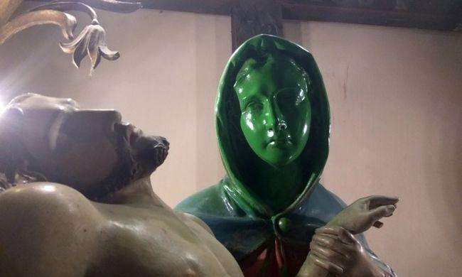 Megrongálták a Bács-Kiskun megyei templom díszét, a száz éves szobrot