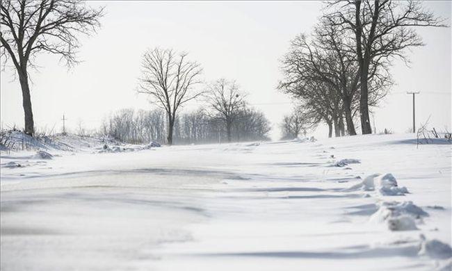 Lecsapnak a mínuszok, ónos esővel érkezik a hófúvás