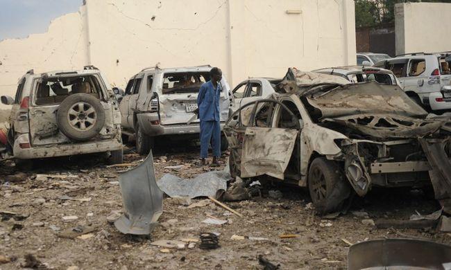 Felrobbant két autó, rengeteg a halott