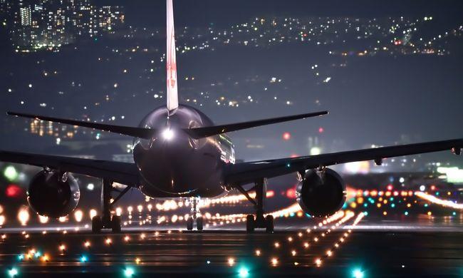 Hihetetlen miért hajtottak végre kényszerleszállást, örökre kitiltották a repülőről az utast
