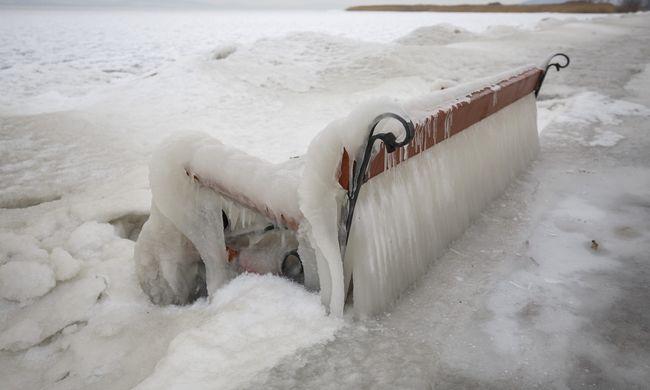 Hófúvással jön a kemény fagy, napközben is mínuszokra kell készülni