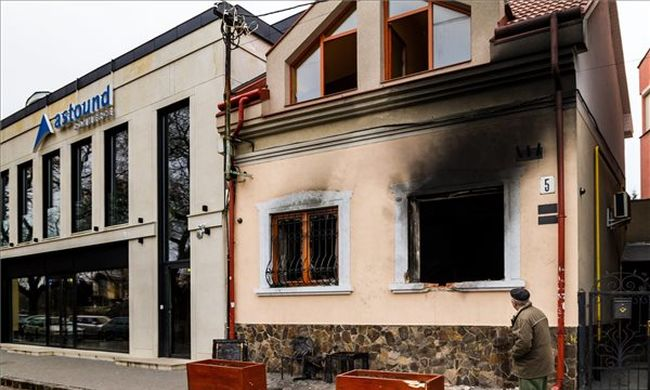 Felcsaptak a lángok a robbanás után, szándékosan gyújtották fel a Kárpátaljai Magyar Kulturális Szövetség irodáját